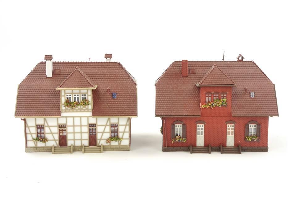 E313 H0 2x Gebäude Wohnhaus Doppelhaus Zweifamilienhaus Fachwerk Klinker