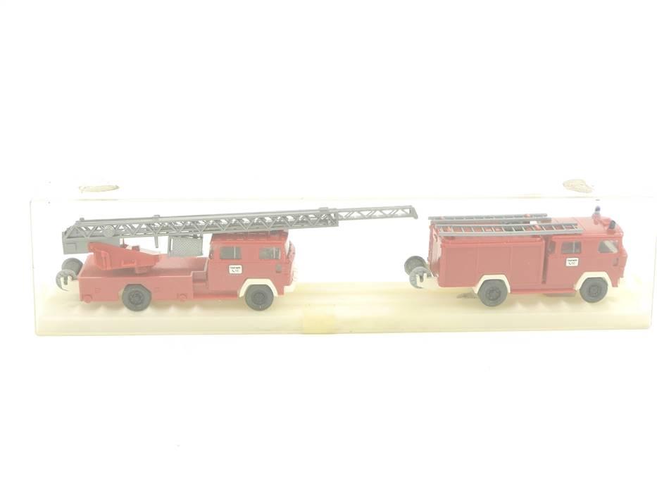 E188 Wiking H0 2x Modellauto Magirus Feuerwehr Löschfahrzeug Leiterwagen / Licht