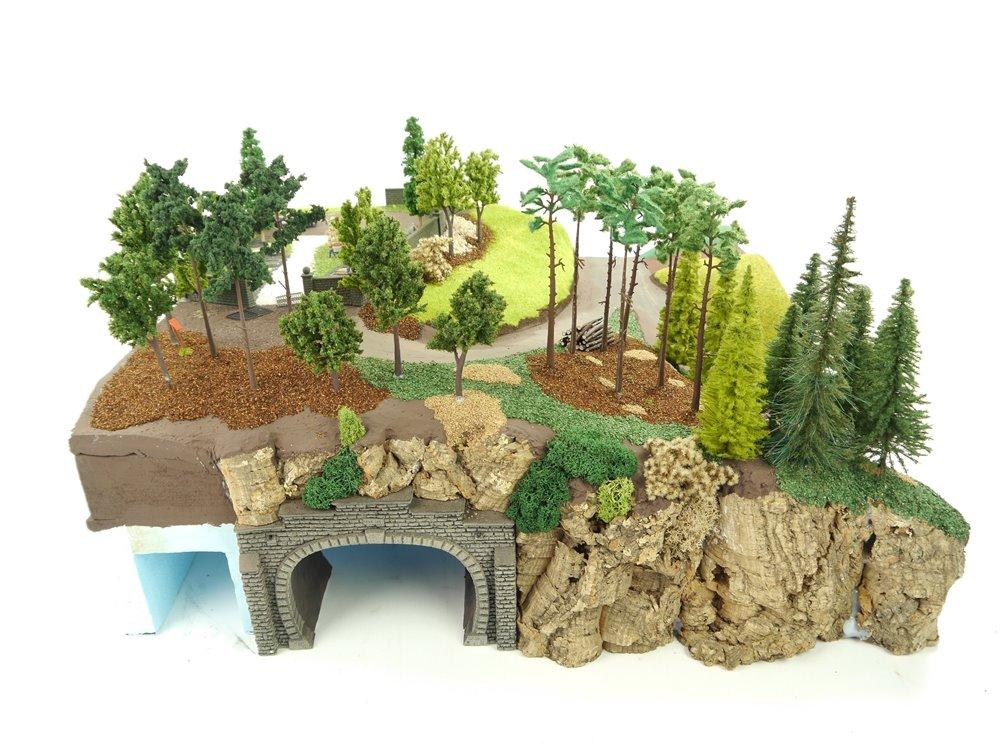 E256 Eigenbau H0 Landschaftsbau Diorama Berg Wald Friedhof mit Tunnel