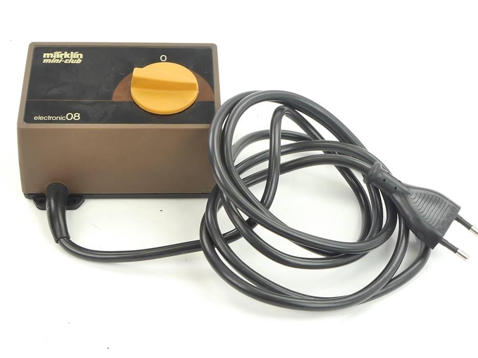 E293 Märklin mini-club Spur Z 6701 Trafo Transformator 220 V / 8 VA *geprüft*