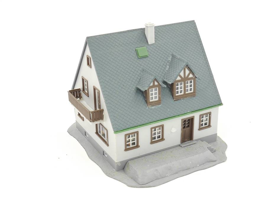 E313 Kibri H0 Gebäude Wohnhaus Einfamilienhaus mit Balkon