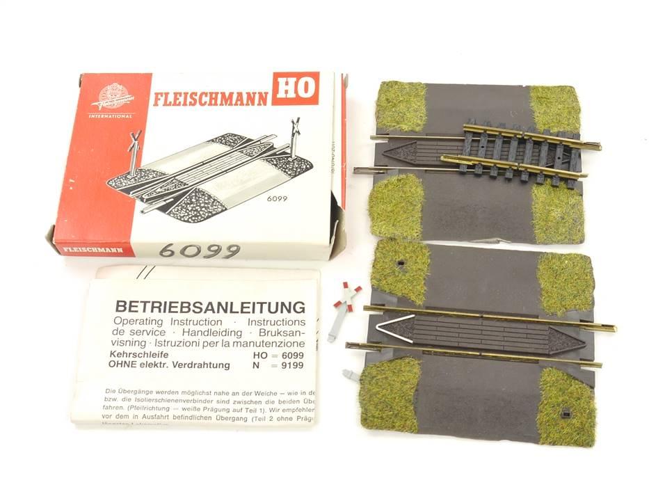 E169 Fleischmann H0 6099 Kehrschleifen-Garnitur Bahnübergang