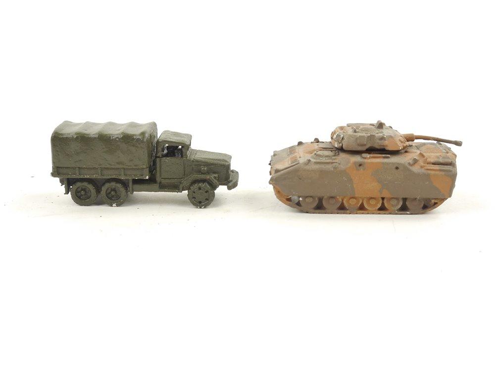 E282 2x Modellauto Militärfahrzeug Pritsche Panzer aus Guss / ca. 3,3 cm
